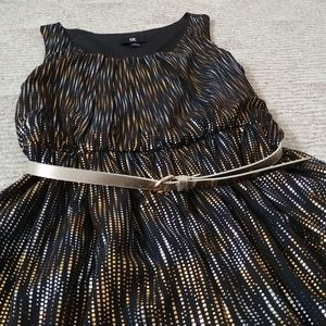 IZ Byer Black & Gold Metallic Dress
